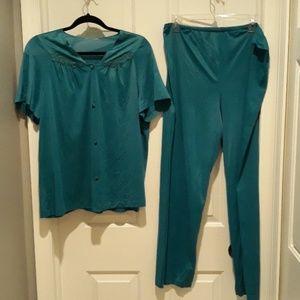 Vanity Fair teal color 2 piece pajama set large